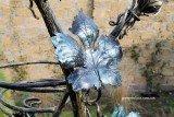 Кованая подставка для цветов «Виноград» - лист вблизи
