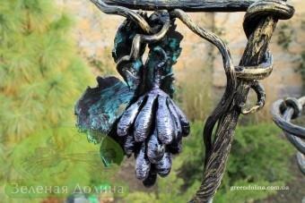 Кованая подставка для цветов «Виноград»
