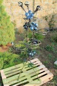 Кованая подставка для цветов «Виноград» общий вид